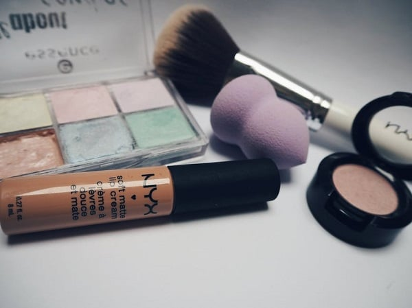 makeup tools and eyeshadows