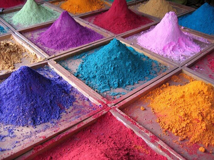 pigment powders to create a glossy manicure