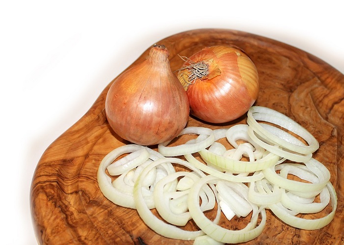 onion is a natural remedy that helps you with wisdom tooth pain relief