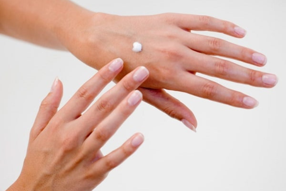 8 Best Ways to Get Rid of Extremely Dry Skin on Hands