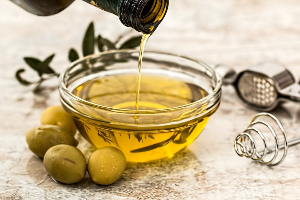 how to thicken hair olive oil and avocado mask