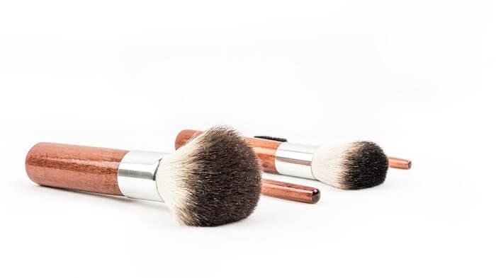 minimal makeup brushes