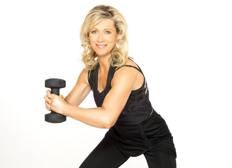 dumbbell workouts for women recommended by professionals