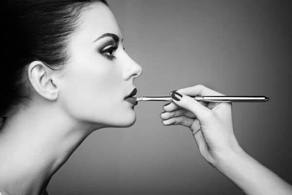 How to do makeup for black and white photos 10 tips