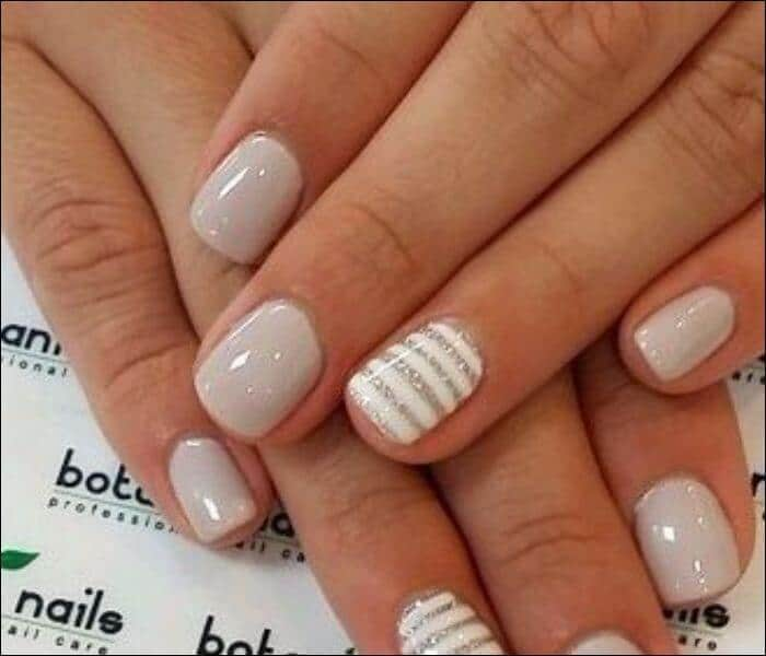 Top 13 nail designs 2017 to really make you stand out short nail design with nude and horizontal lines prinsesfo Image collections