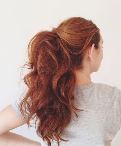 Red head with a voluminous ponytail