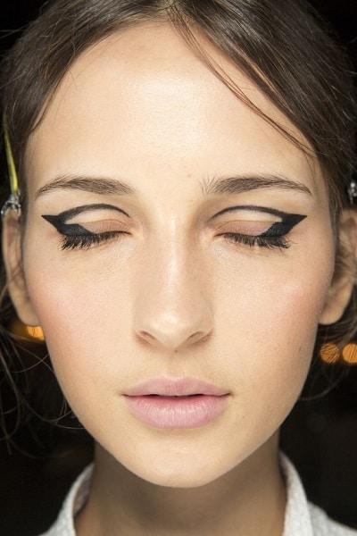 Eyeliner on the crease look