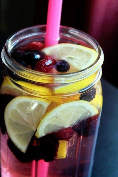berries and lemon detox water