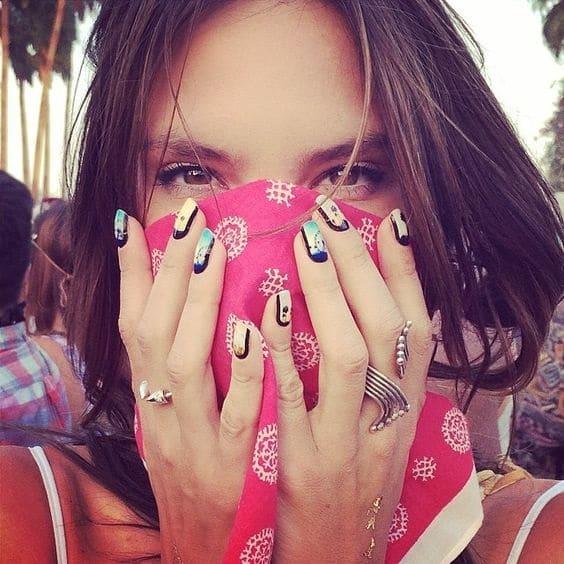 Alessandra Ambrosio nail art