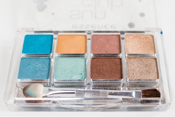 palette with pastel eyshadows