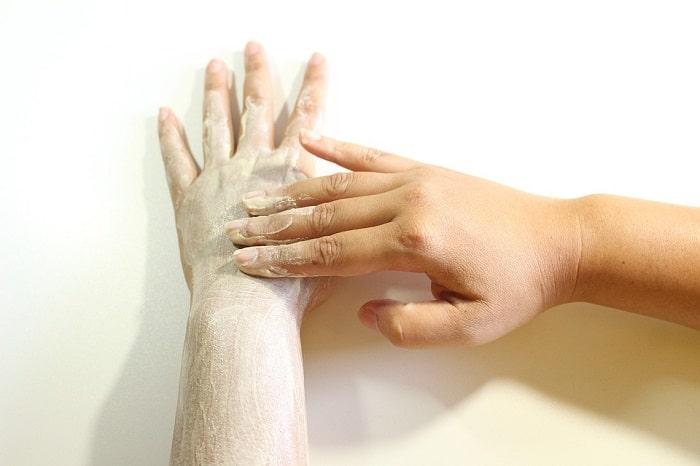 woman scrubbing her hands