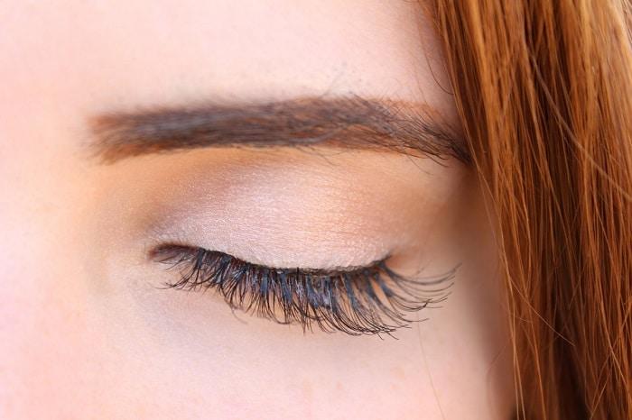 girl's eye and eyebrow