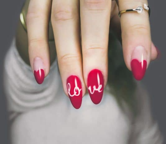red love nail art